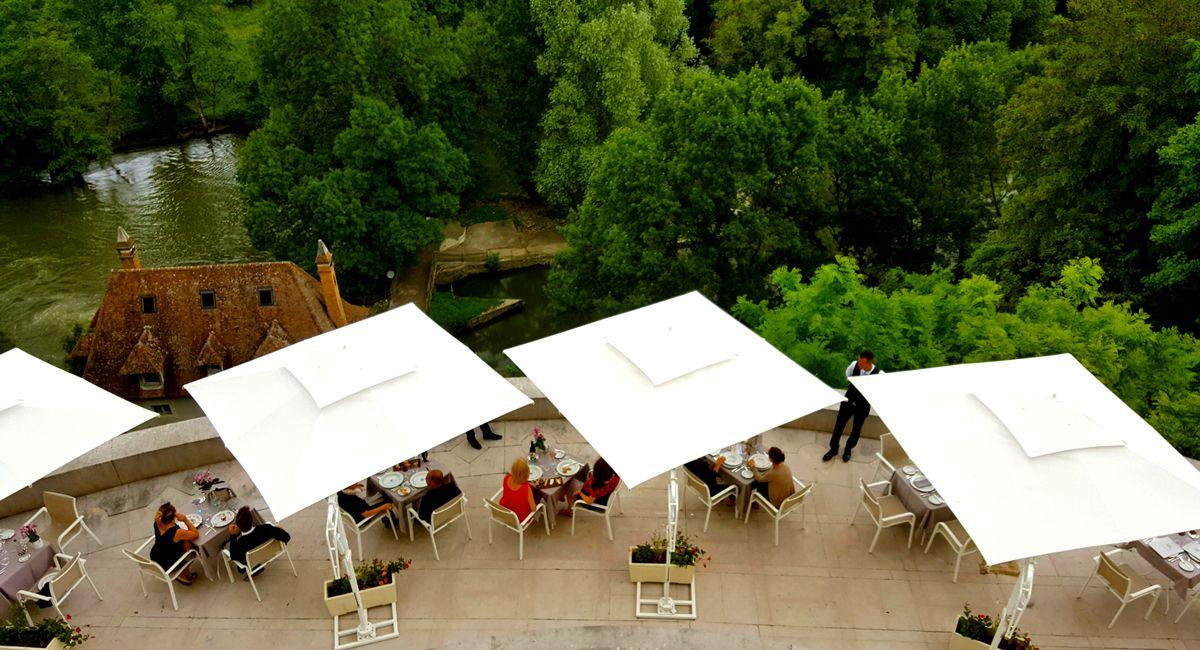 chateau d'Artigny terrasse