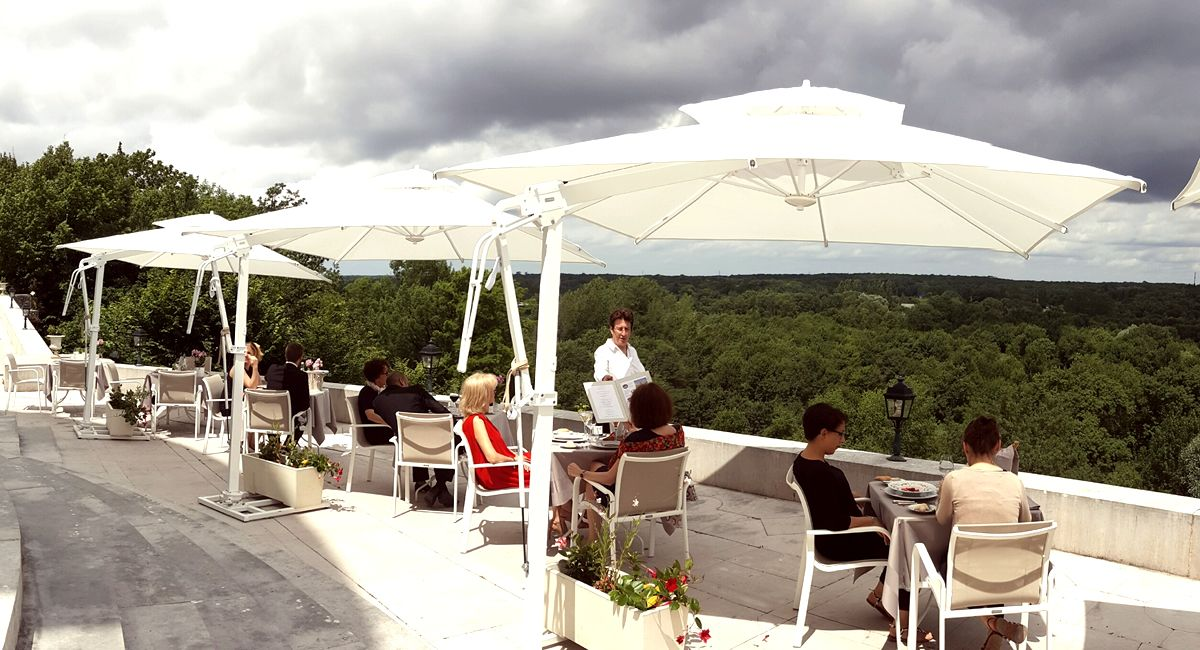 Restaurant en terrasse Château d'Artigny près de Tours