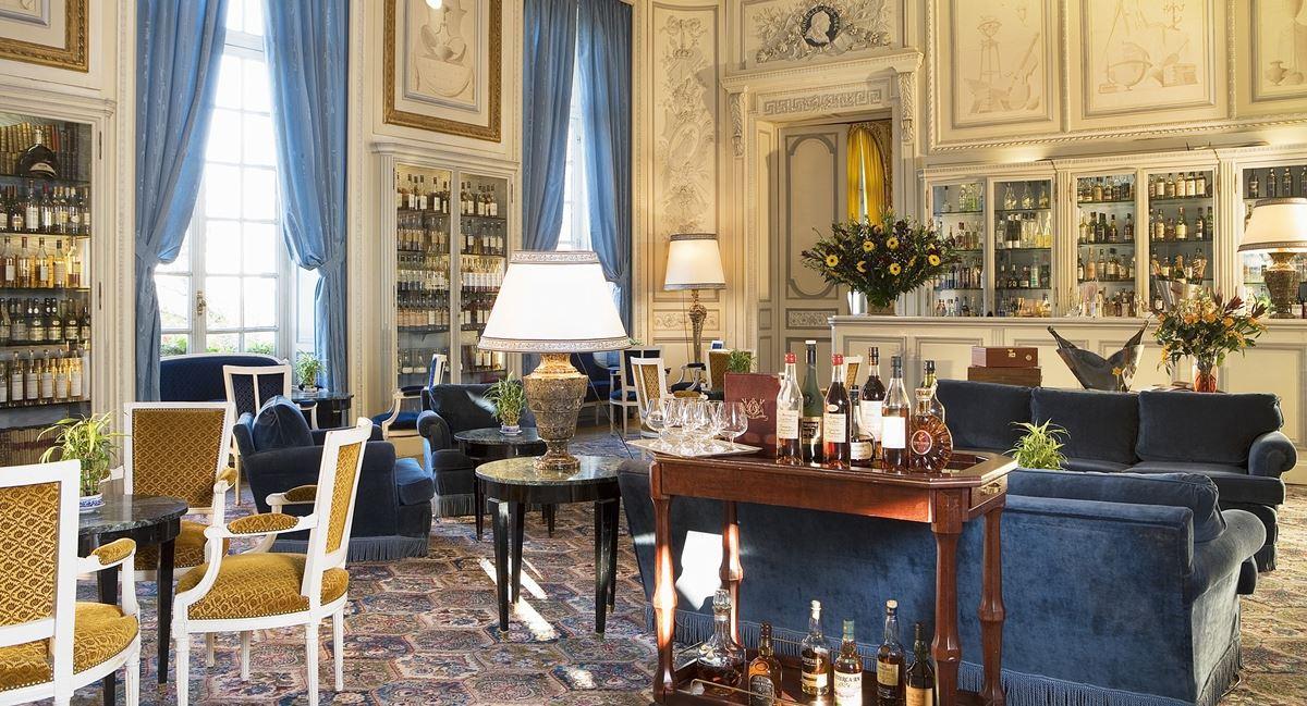 Salon bar château d'Artigny près de Tours