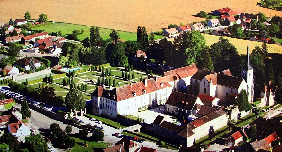 vue aérienne Chateau de Gilly