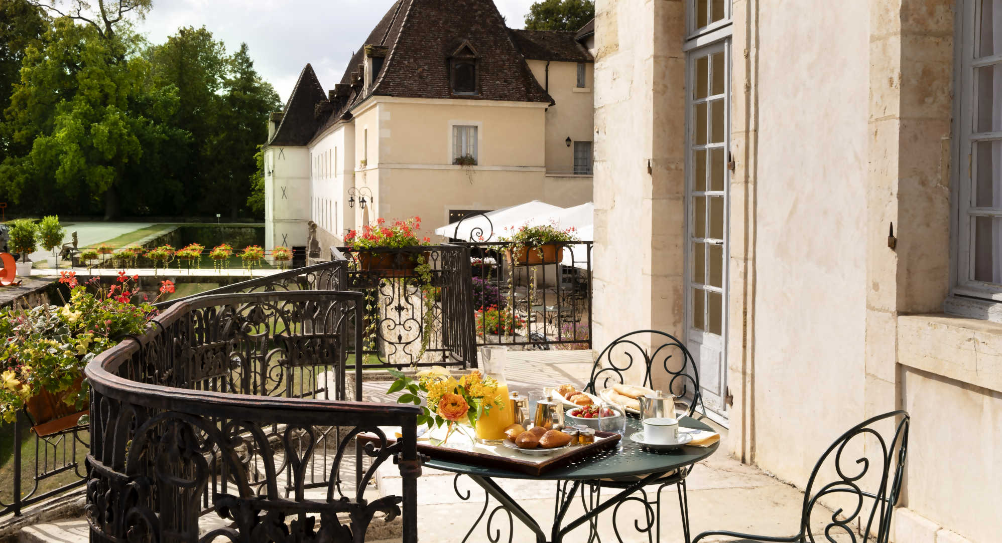 petit déjeuner terrasse Bourgogne
