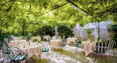 Déjeuner en terrasse en Bourgogne