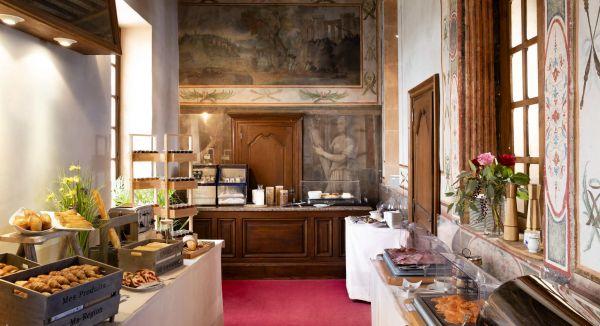 petit déjeuner hotel chateau de Gilly