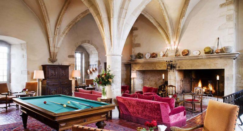 salon cheminée chateau de Gilly